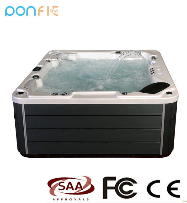 Square Shape Outdoor Hot Tub Freestanding Installation Eco Friendly